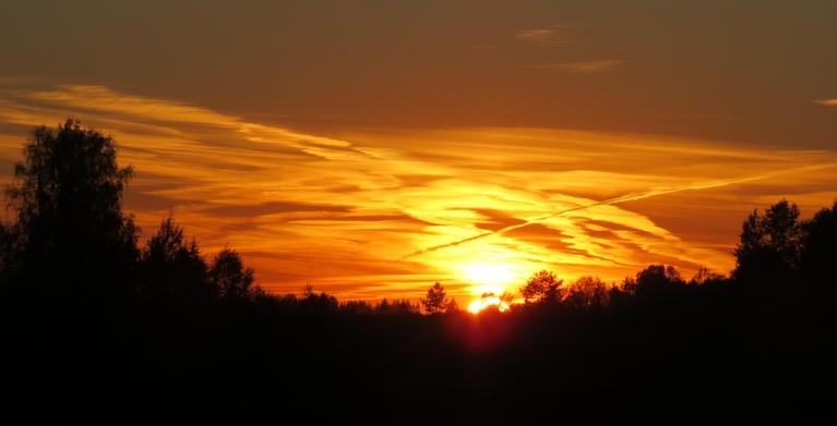 15. oktobra saulriets, t atkal strauji pazeminās, vai tiešām būs kārtējā aukstā nakts?