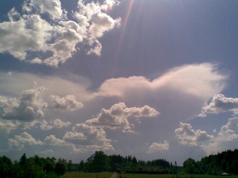 Autors: Emilis. Ranka. Negaisa mākonis DDR virzienā jebšu arī Jēkabpils apkārtnē 12.06. plkst. 14:50. Vienu brīdi tas atgādināja milzīgu taureni