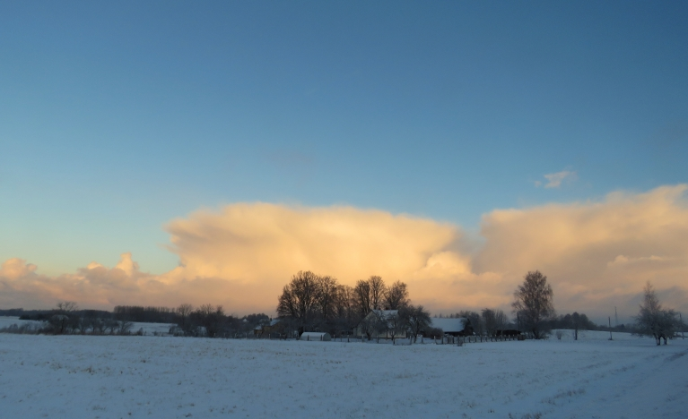 Uz Siguldas pusi dodas milzu sniega mākoņi, kas intensīvi sniga vismaz divas stundas.