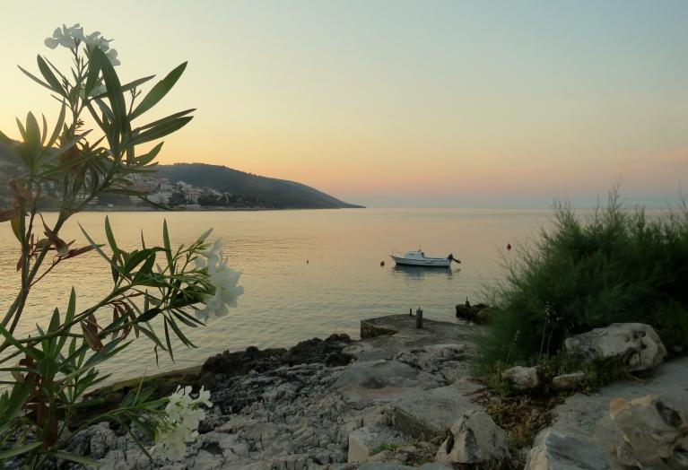 16. jūnija rīts, Dalmācijas piekraste, drīz lēks saule.