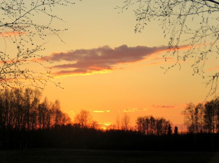 7. maija vakars, saule norietējusi. Vai šis bija pēdējais siltais vakars?