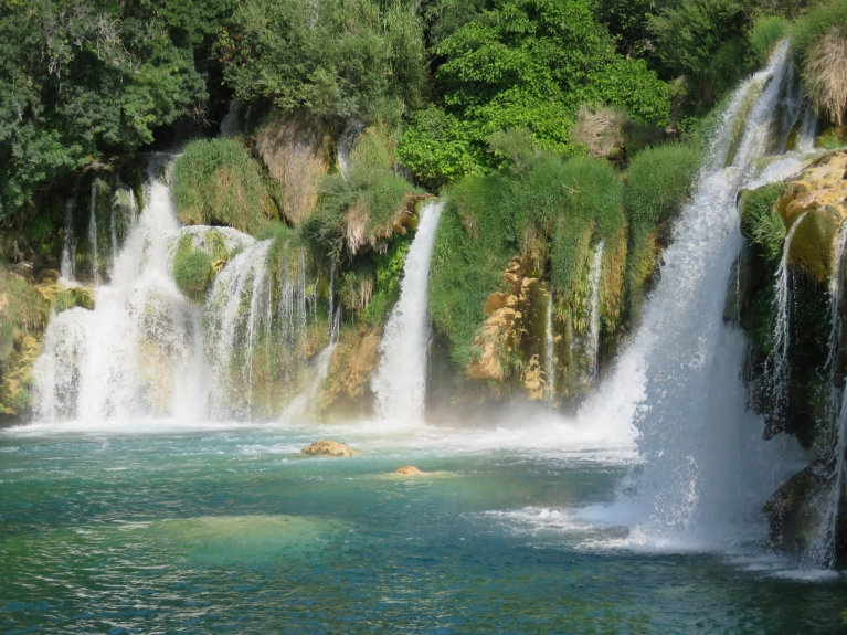 Šis parks mazāk zināms un apmeklēts, atškirībā no Āzijas tūristu pārpildītajiem Plitvicas ezeriem.