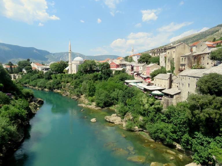 Monstara (Bosnija-Hercogovina), skats no slavenā tilta, ēnā +32.