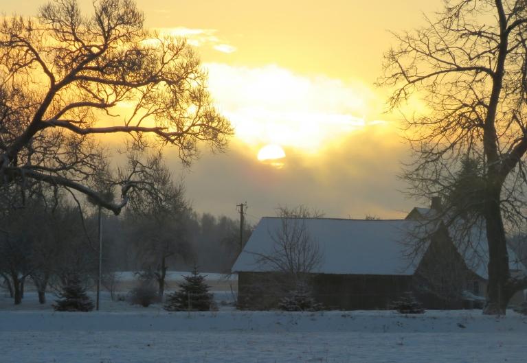 5. decembra rīts, pēc ātras nosnigšanas parādās saule.