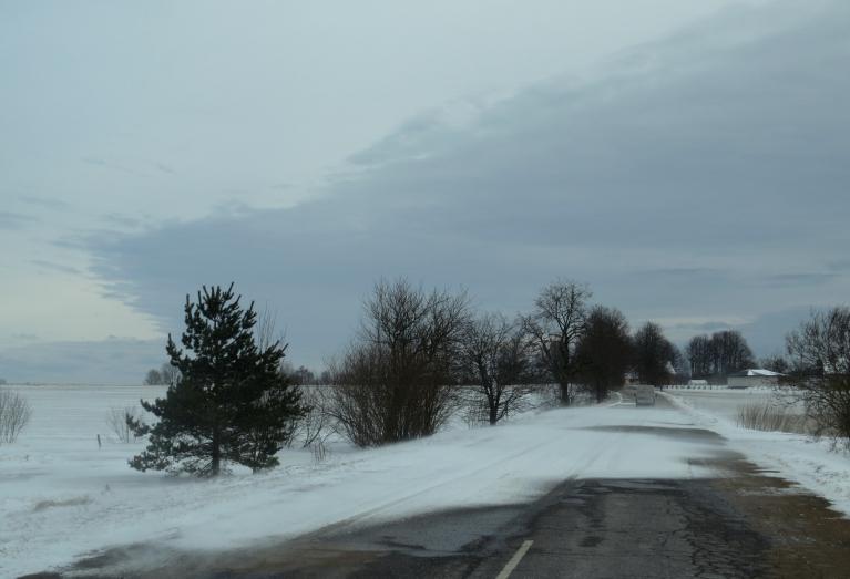 6. marta pusdienlaikā jau vērojams sniegvilksnis, vējš pastiprinās.