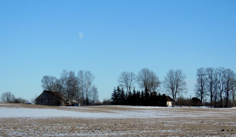 Pēc ilgāka laika atkal redzamas zilas debesis.
