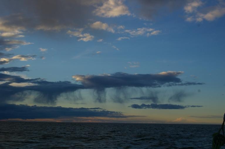 Interesanti mākoņi Botnijas līča vidienē