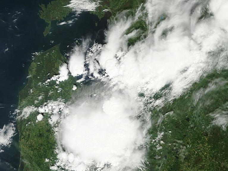 Skats uz negaisa mākoņiem no satelīta