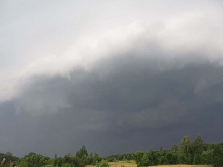 Nr.3. Pēc ekstremāla karstuma - 29.7.12. uznāca varens sienasmākonis, kas provovēja 30m/s vēja brāzmas. Kā vēlāk izrādījās- vakarā stipra vētra bija gan Matkulē, gan Sabilē, gan Talsos. Dienas galerija.