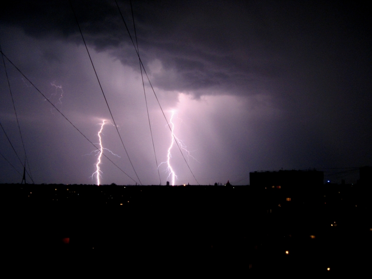 Autors: Oto Turks. Purvciems, nakts uz 22.maiju /F3.5, 1/4s, ISO200, Canon Photosmart A700/