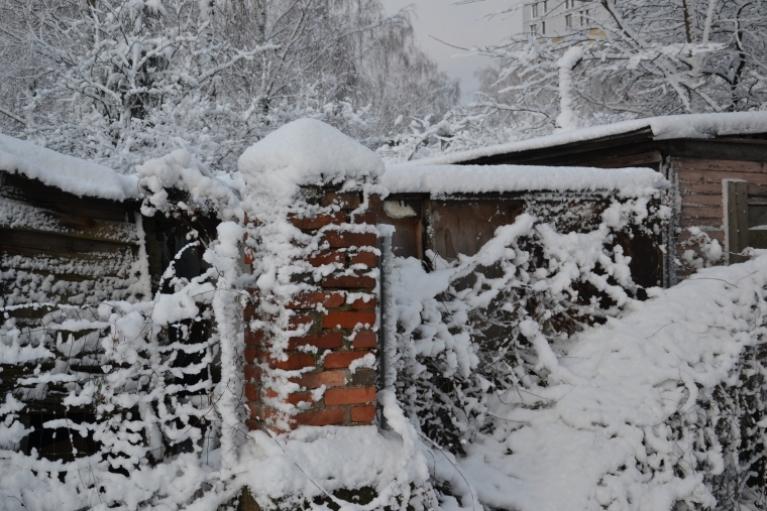 Toties decembris gan pārsteidza ar kontrastiem. Mēneša sākumā valdīja par normu siltāks laiks, taču 6. un 7. decembrī daudzviet arī sniga un visā valstī izveidojās sniega sega - vietām pat 21 cm biezumā, toties 9. decembra rītā gaisa temperatūra vair…
