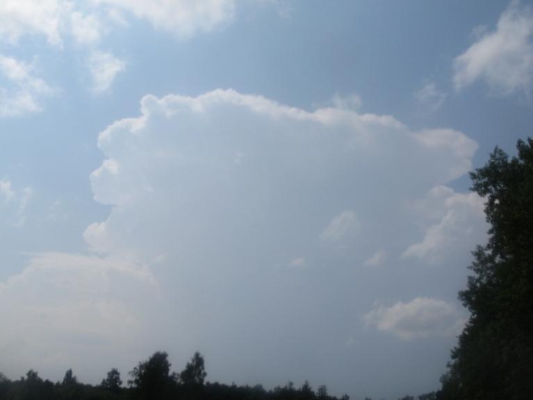 """Un nr.1. Vizuāli iespaidīgākais vasaras negaisu konveijers ar 6 pērkona """"maisiem"""" 7.7.12. Dienas galerija."""