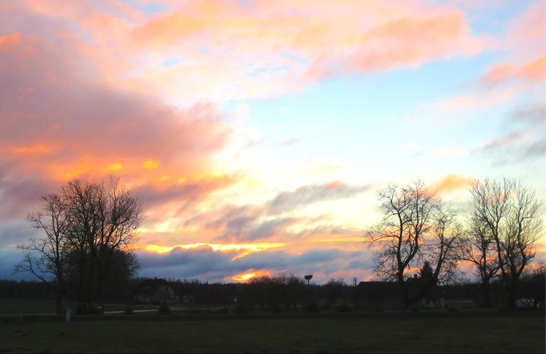 18. novembra krāsainais saullēkts.