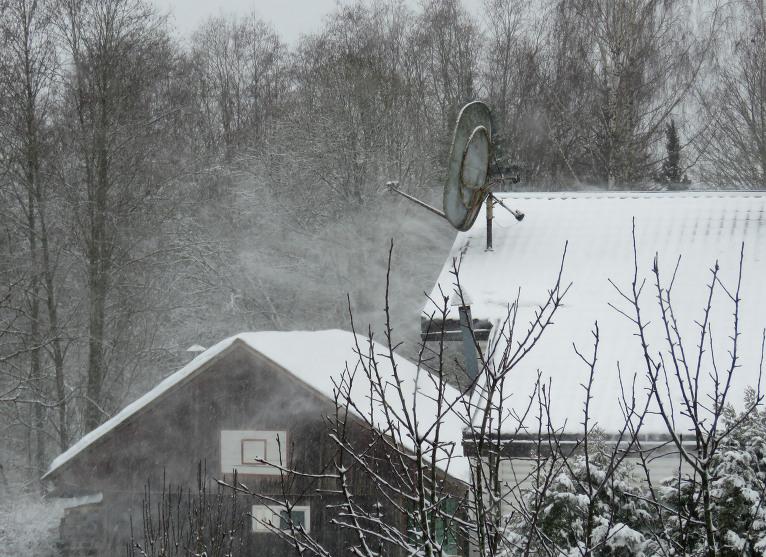 12. februāra rīta puse, neliels jumta putenītis.