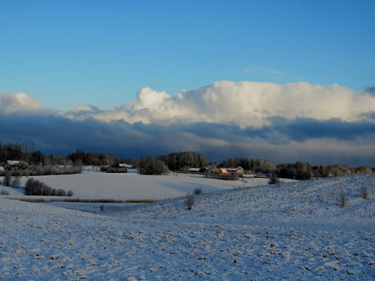 11. marta rīts mūs atmetis atpakaļ ziemā, pie loga ap saullēktu -4,7C, no līča puses tuvojas kārtējie sniega mākoņi.