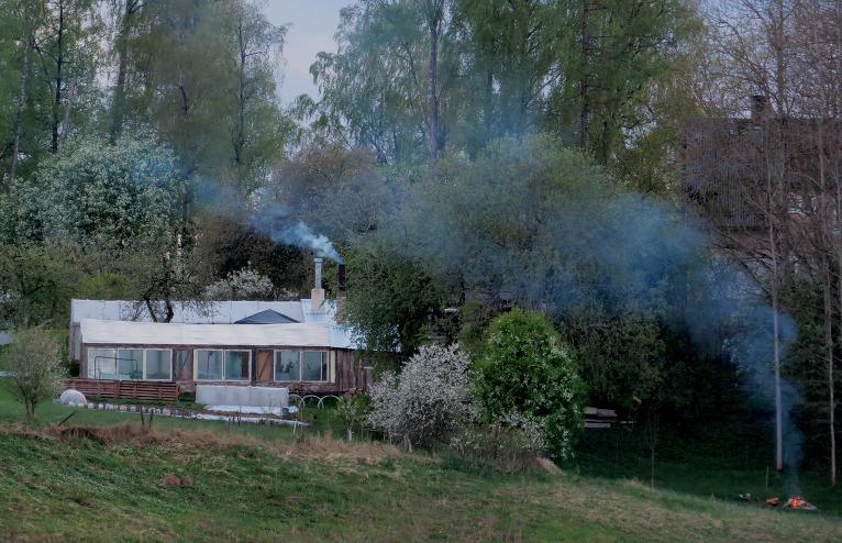 Līdz ar saules rietu tiek iedegti ievziedu ugunskuri.