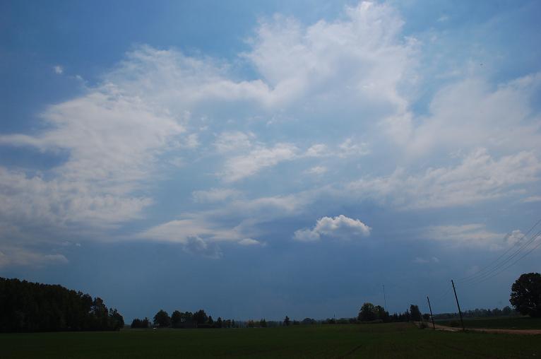 Pamalē redzu izlīstošo Dobeles puses negaisu. Ceru, ka kaut kas atvilksies līdz manīm, lietu vajag ļoti!