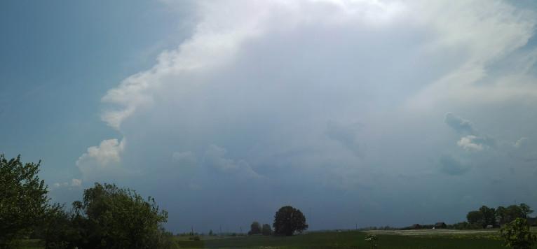 Pamalē redzu izlīstošo Dobeles puses negaisu.