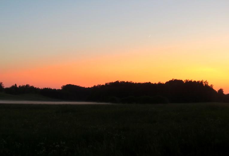 Vakarā- neliela migliņa un skaists saulriets.