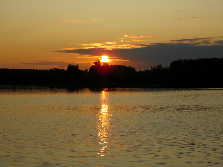 Saulriets pie Daugavas.