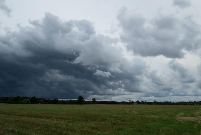 3. septembris - apkārt staigā tumši mākoņi, bet no lietus- nekā