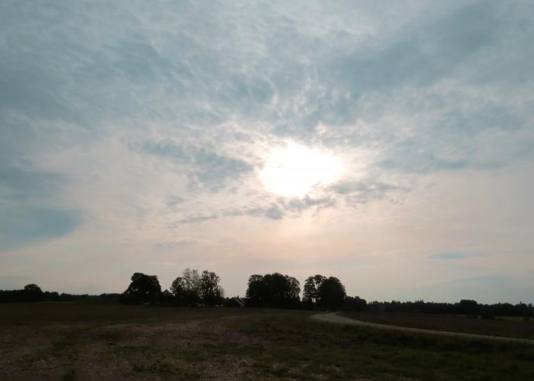 8. septembra dūmakainā saule