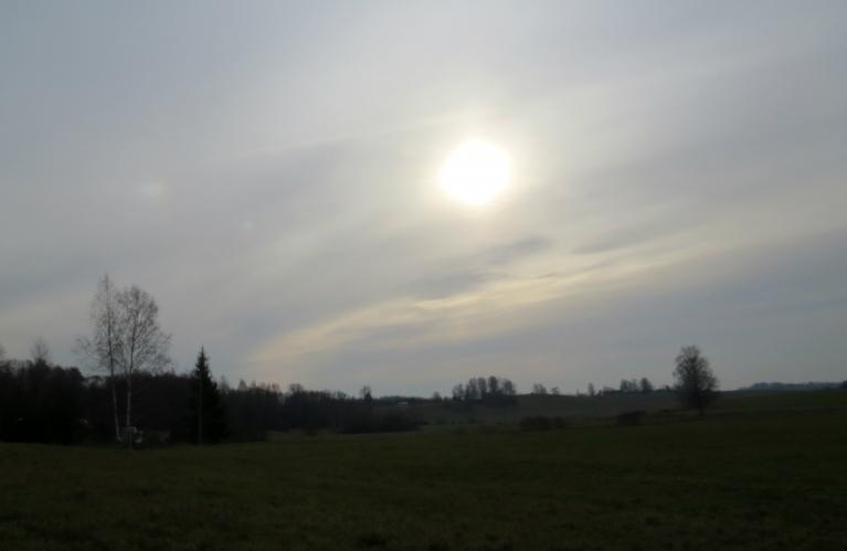 2. novembra rīta puse blāvā gaismiņā, pēcpusdienā atkal līņā.