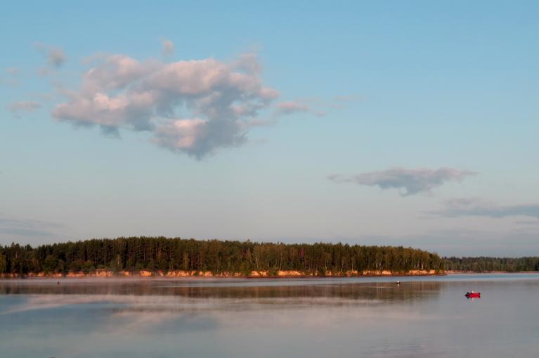 Augusta sākums, burvīgs rīts pie Daugavas.