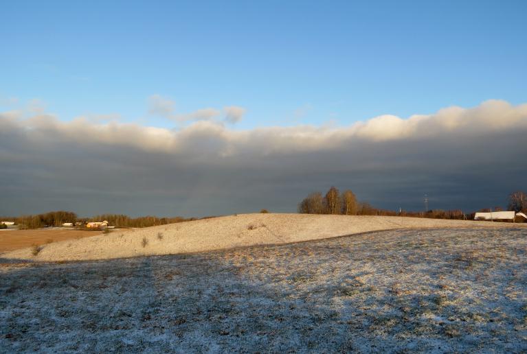 5. janvāra rīts, neliels baltumiņš uz zemes un nedaudz saulītes rīta pusē.