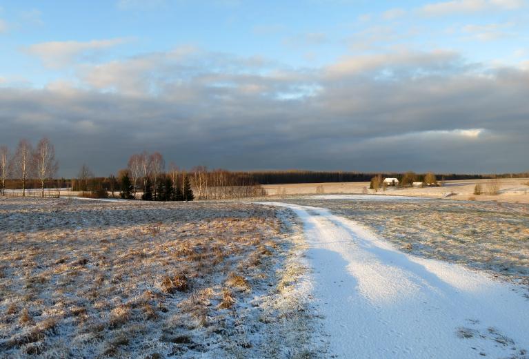 Sniega nav daudz, bet apkārtne uzreiz šķiet tīrāka un svaigāka.