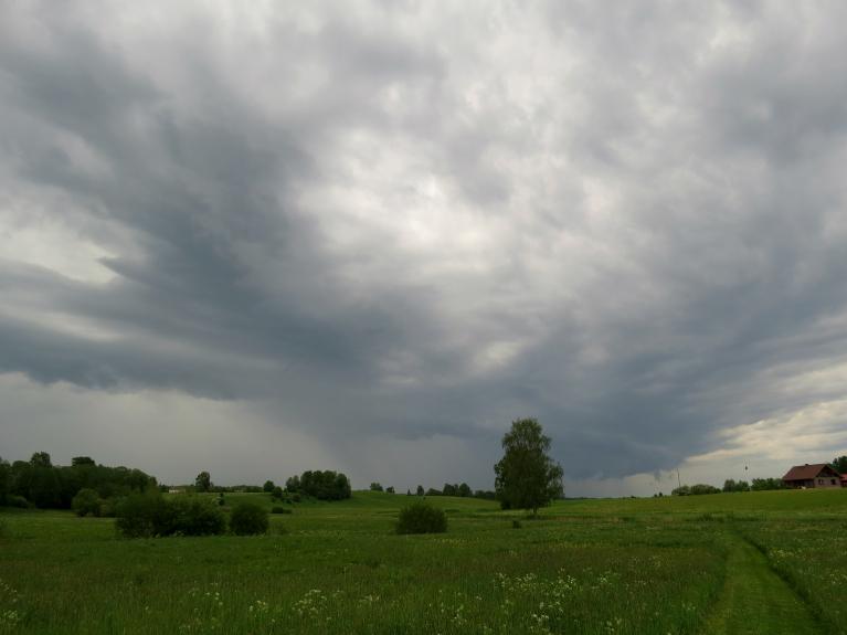 Pirmais šīs vasaras negaiss ir klāt!