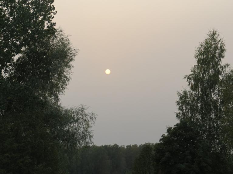 Mēneša pirmā diena sākās ar pamatīgu dūmaku un lielu gaisa piesārņojumu no meža ugunsgrēkiem Krievijā un Ukrainā.