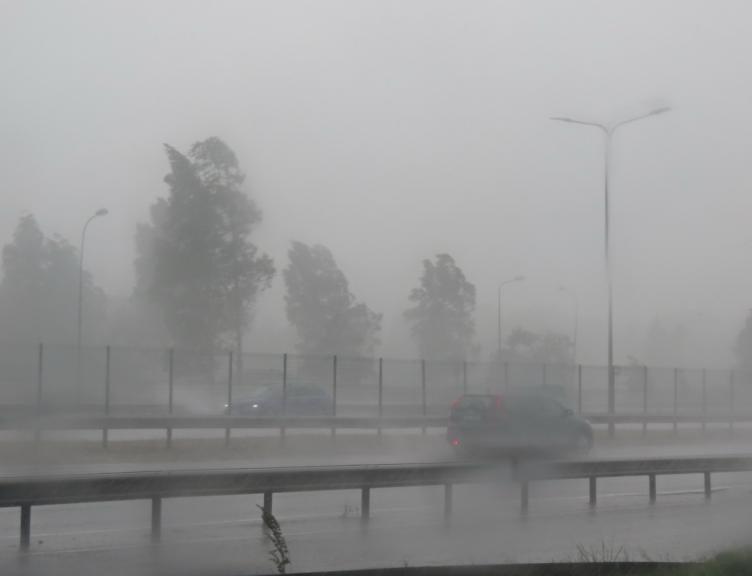 vētra ar lietusgāzi...