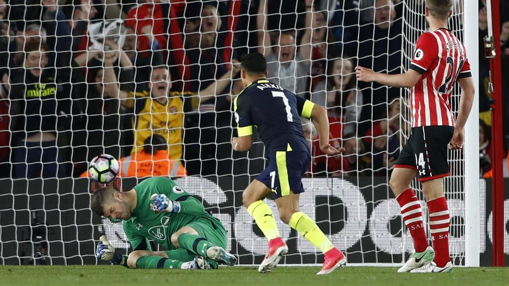Sanchez, Giroud move Arsenal up to fifth