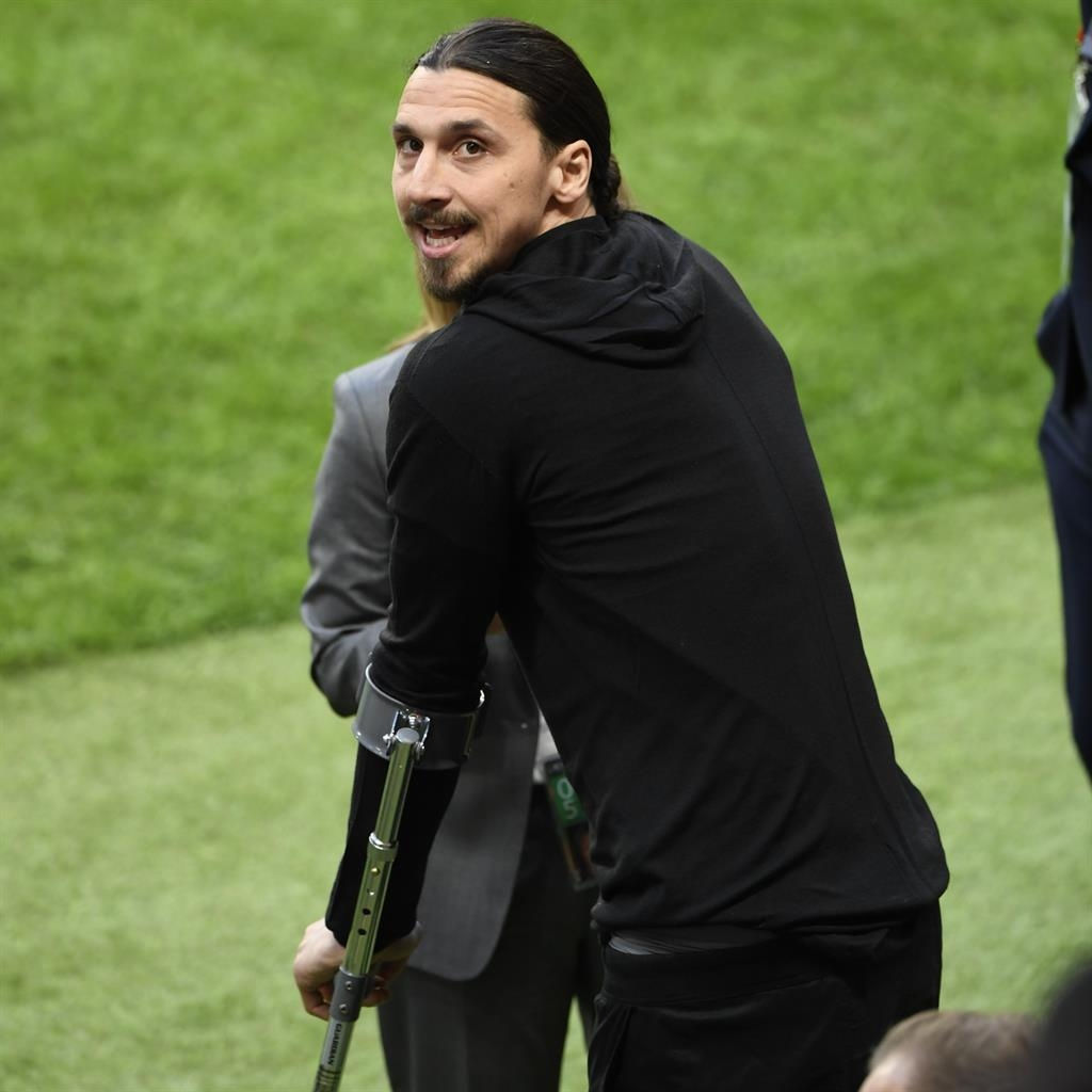 Raiola admits Ibra keen to renew United deal