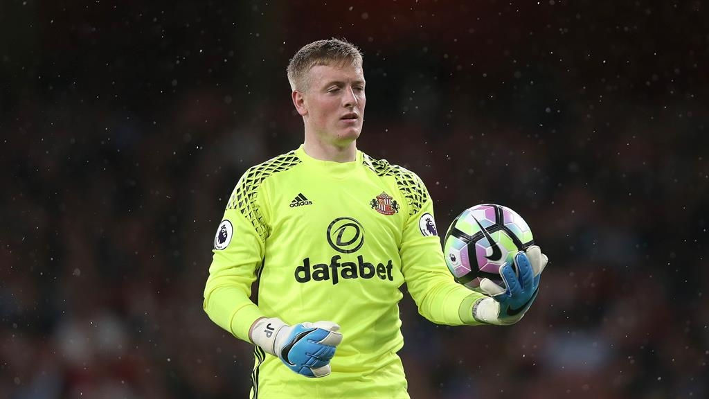 Everton agree fee to buy Sunderland keeper Pickford