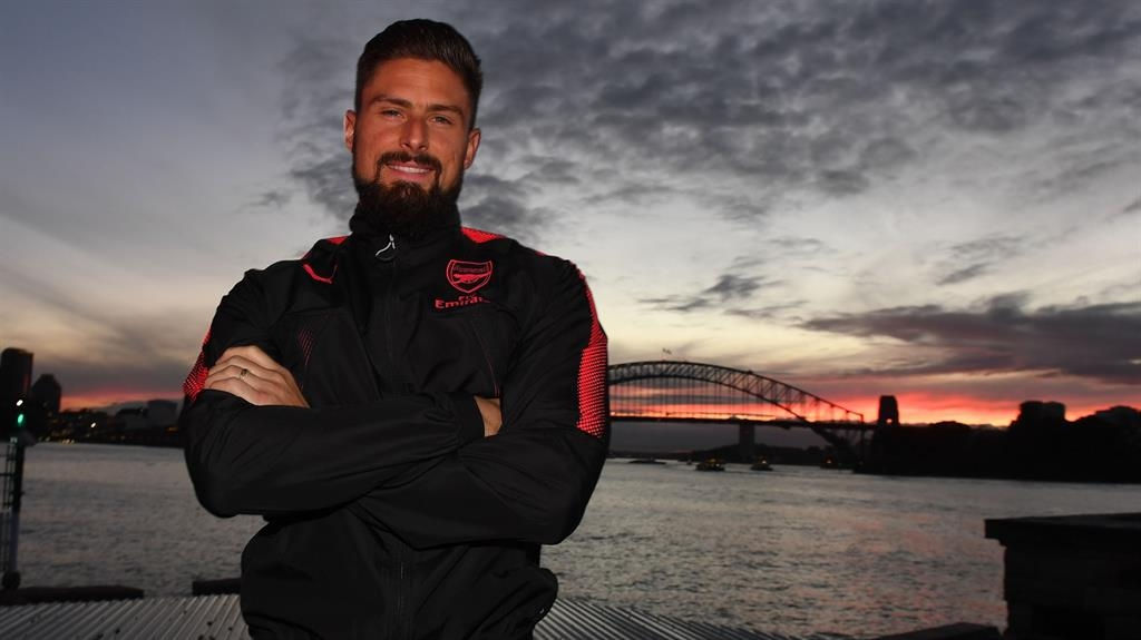 Alexis Sanchez future unclear, teammate hopes he stays