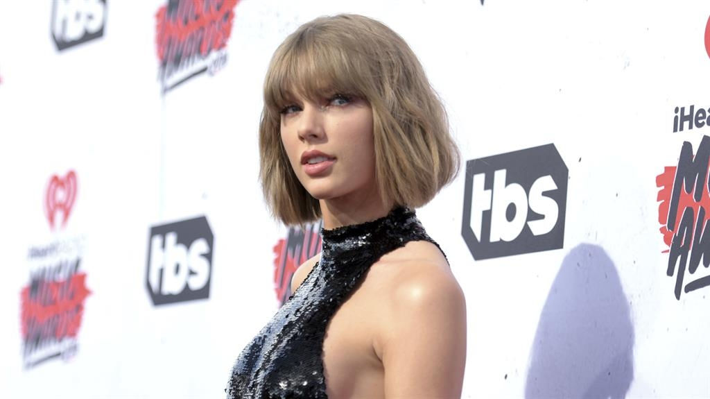Taylor Swift in court over claims she was 'groped' by DJ