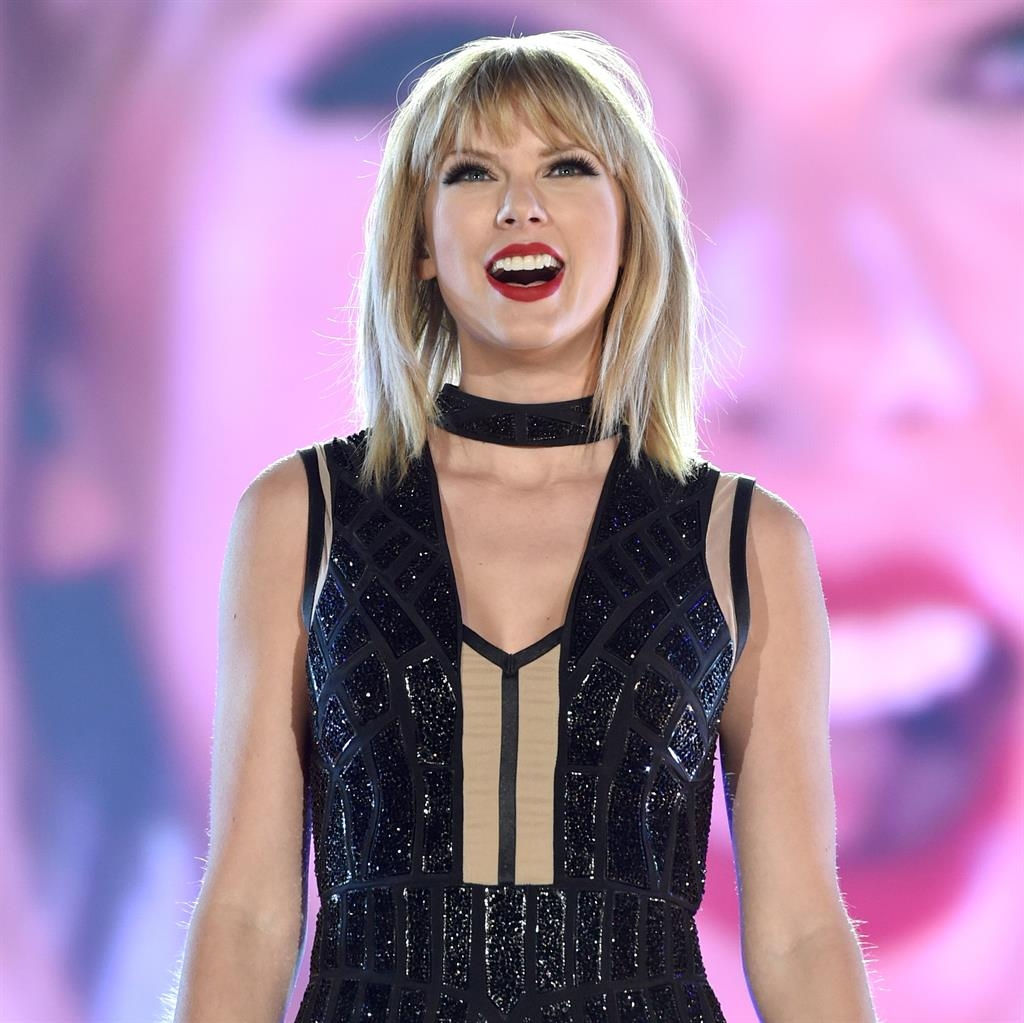 Taylor Swift wipes presence off social media