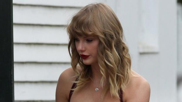 Taylor Swift cracks NSFW joke, booed by fans at Martha's Vineyard wedding