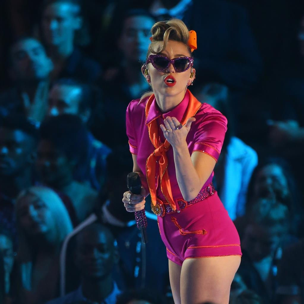 Miley Cyrus: 'Wrecking Ball' does not tell who I am