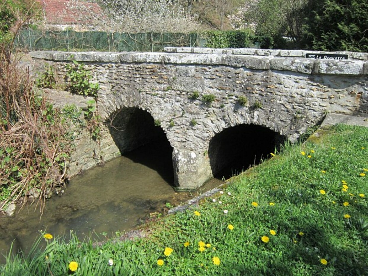 Cirkwi.com - Petit Pont en Pierre Vallée de la Drouette
