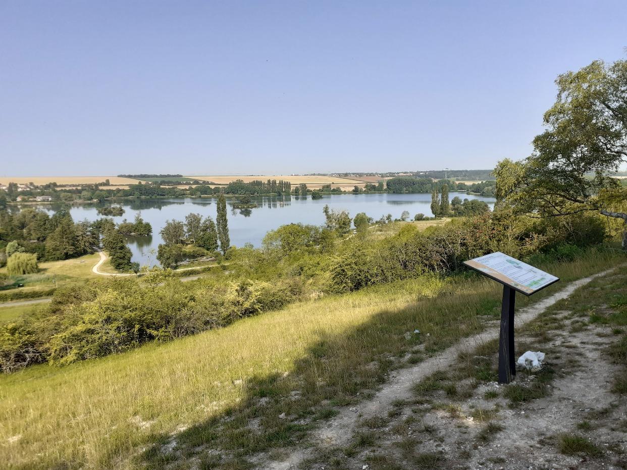 E.RONDEAU - Sentier coteau Mézières Ecluzelles vers le marais2