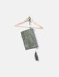 Bolso clutch verde con tachas NoName