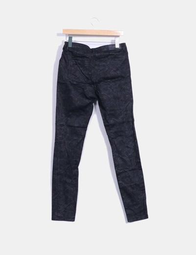 Pantalon pitillo negro estampado