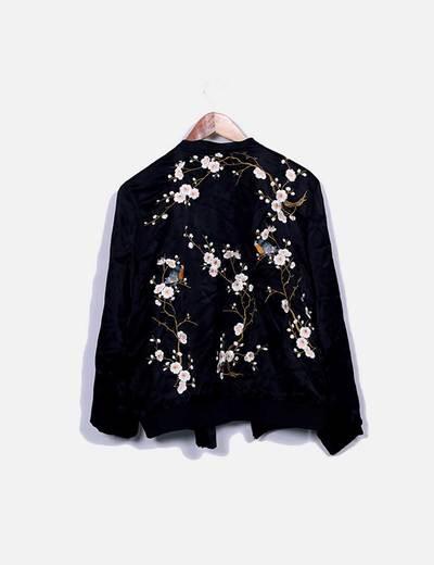 Bomber saten negro floral