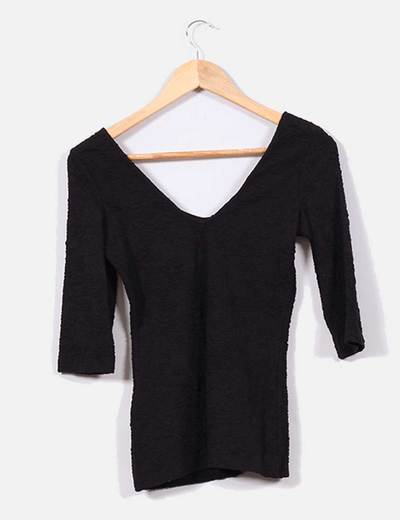 99e26d71baa2f Bershka Camiseta negra ajustada texturizada con escote (descuento 67%) -  Micolet