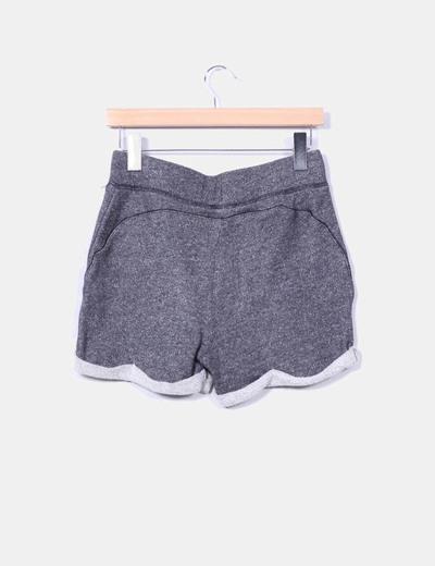 Shorts felpa gris dobladillo