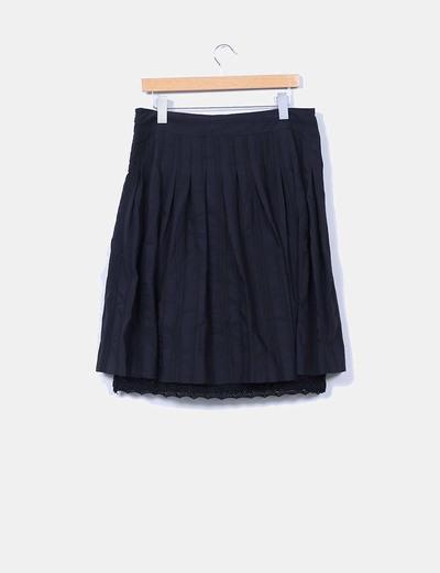 Falda negra midi combinada