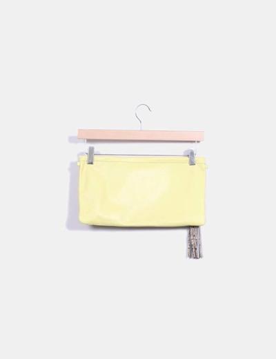 Bolso de mano amarillo con estampado de serpiente en marron